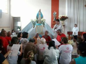 Coroação pelos idosos das quatro paróquias de Oliveira